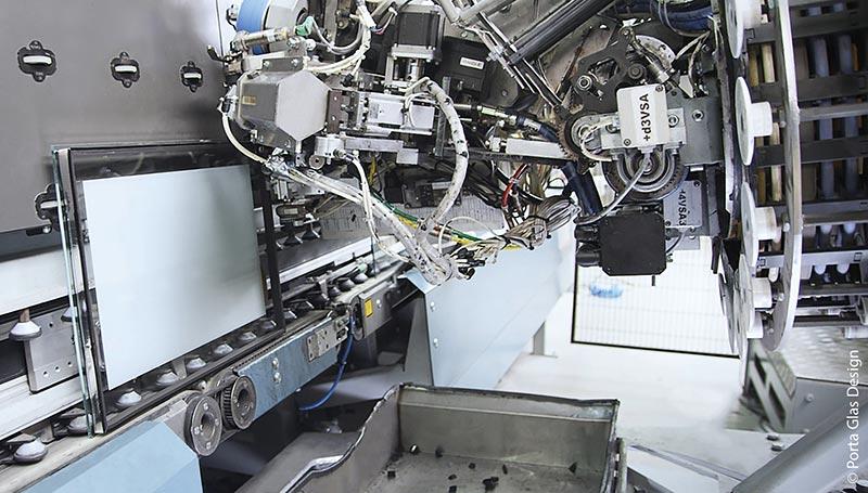 Die Isolierglas-Produktionsstraße ist auf größtmögliche Variantenvielfalt ausgelegt.