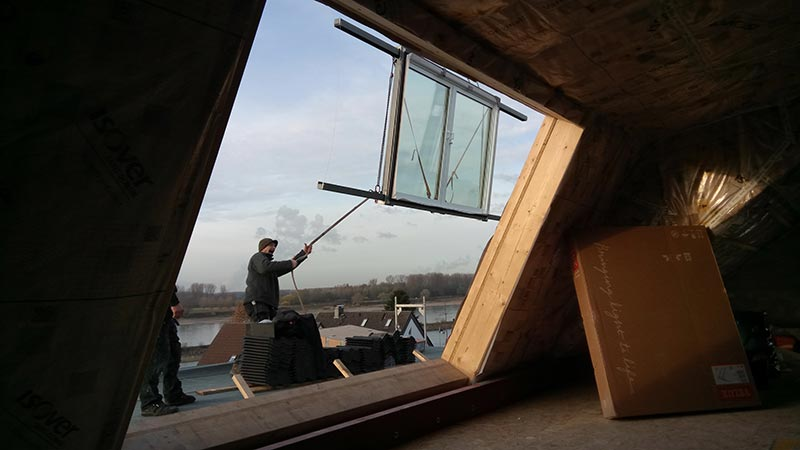 Einbau des LiDEKO Balkonausstiegsfensters. Foto: LiDEKO, Daniel Lüdeke