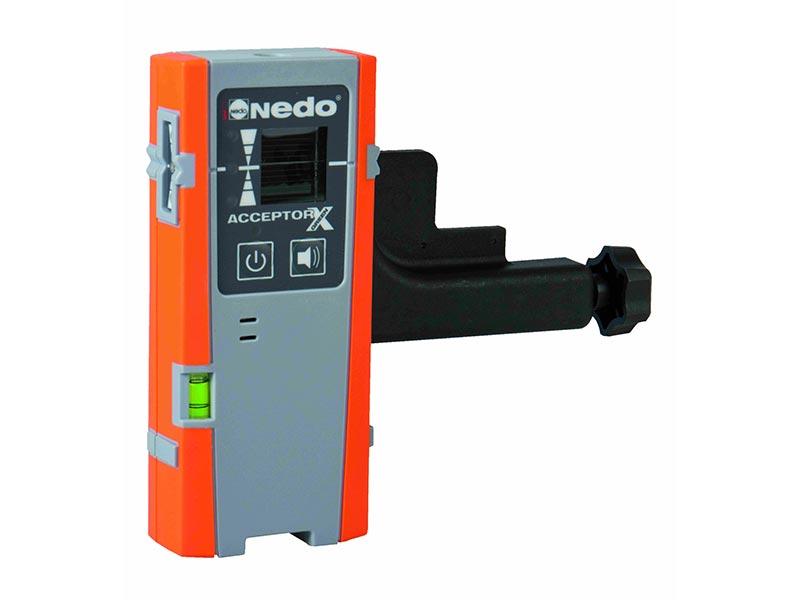 Standardmäßig ist ein Arbeitsbereich von 50 m Durchmesser abgedeckt. Der separat erhältliche Laserempfänger ACCEPTOR X green ermöglicht sogar eine Erweiterung auf 120 m. Quelle: Nedo GmbH & Co. KG
