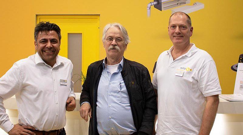 Qualitätsanspruch verbindet: Cengiz Karadeniz (Business Development Manager der Sita), Richard Adriaans (GF der IQDF) sowie Rainer Pieper (Technischer Leiter und Prokurist der Sita) bei der Dach + Holz 2020 in Stuttgart (v.l.n.r.).