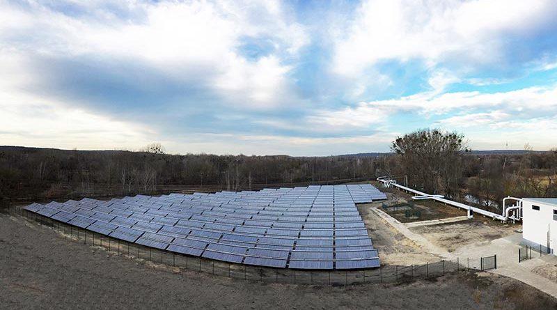 Die Kollektorfelder der Marke Ritter Solar XL in Potsdam sind eine der größten Solarthermieanlagen Deutschlands. In Betrieb genommen wurden sie im Rahmen einer umfassenden Dekarbonisierungsstrategie der Energie und Wasser Potsdam GmbH. Bild: Ritter XL Solar