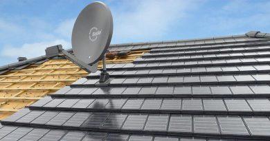 Die Alternative für kleinteilige Dächer: Autarq-Solarziegel auf Basis des Creaton-Glattziegels Domino. Foto: Creaton GmbH