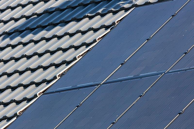 Die neue Creaton Photovoltaik- Indach-Anlage ist komplett in das Dach integrierbar. Foto: Creaton GmbH