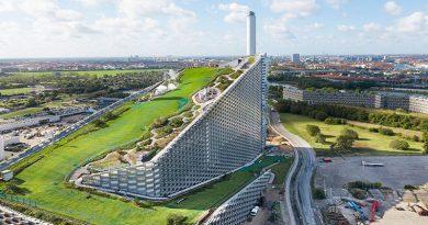 Das riesige Dach der hochmodernen Müllverbrennungsanlage Amager Ressource Center in Kopenhagen bietet wertvolle Freizeit- und Erholungsfläche. Quelle: Ehrhorn Hummerston