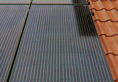 Die neue Aufdach-Photovoltaikanlage ist aus vorkonfektionierten Komponenten aufgebaut. Foto: Creaton GmbH